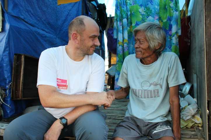 Toby Porter, Chief Executive of HelpAge International shakes hands with a villager in the Philippines © Joselito Dela Cruz HelpAge International